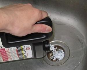Применение специальной химии для прочистки слива